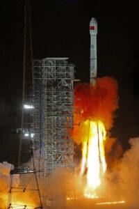Raketa CZ-3B krátko po štarte.