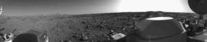 Prvá panoramatická fotografia povrchu Marsu. Vytvoril ju Viking 1.