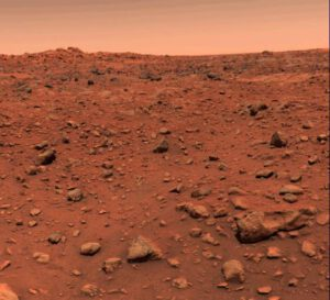 Prvý farebný obrázok povrchu Marsu vytvorený sondou Viking  1