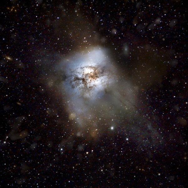 Veľmi vzdialená galaxia, v ktorej sa hviezdy rodia 2000 krát rýchlejšie, ako v našej Mliečnej dráhe.