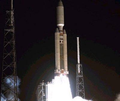 Start 56 m vysoké rakety Titan IV-B se sodnou Cassini-Huygens.