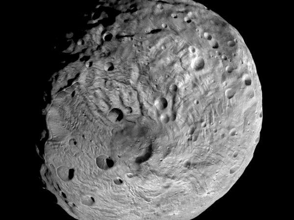 Planétka Vesta odfotená sondou Dawn z obežnej dráhy.