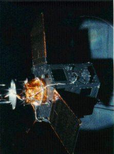 Hipparchos během testů ve Velkém slunečním simulátoru v ESTECu v roce 1988.