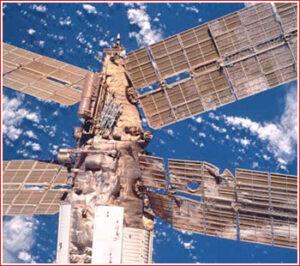 Solárne panely modulu Spektr po havárii.