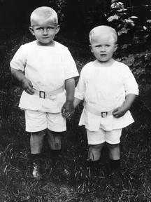 Wernher von Braun (vpravo) a jeho brart