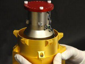 Přístroj RAD ještě před nainstalováním do roveru