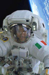 Luca Parmitano během výstupu do otevřeného kosmu.