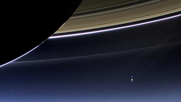 Jedna z najkrajších fotografií z obežnej dráhy Saturnu. Nemyslíte?