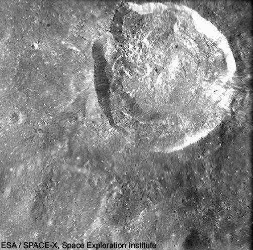 Alespoň symbolicky je Valentin Petrovič přece jen spjat s Měsícem- na obrázku je kráter Gluško...