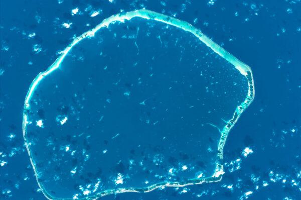 Jeden z bezpočtu atolů ve Francouzské Polynésii