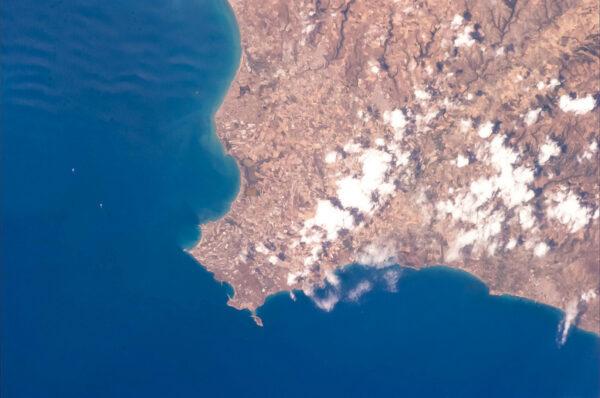 Ještě jednou Sicílie - tentokrát pobřeží u jejího nejjižnějšího mysu.