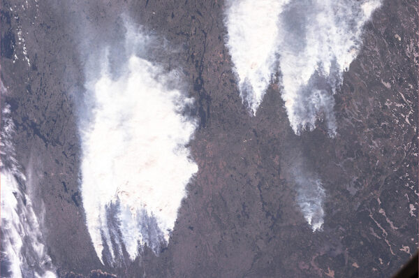 """Lesní požáry v Kanadě. Aneb jak Luca vtipně poznamenal """"Smoke on the water""""."""