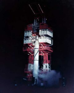 Raketa Jupiter-C na startovací rampě
