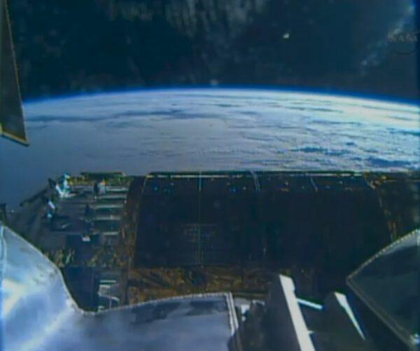 HTV u iSS a za ní horizont Země