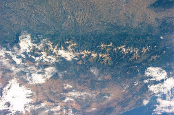Pyreneje - pohoří oddělující Francii od Španělska