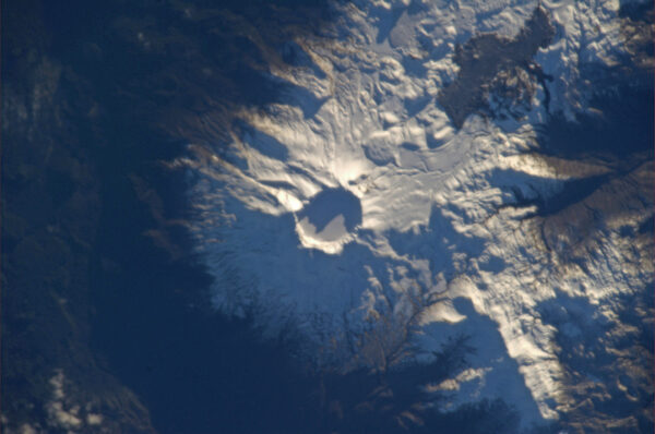 Sněhem pokrytá sopka na jihu Chile