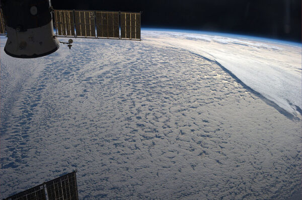 Působivé mraky nad jižním Atlantikem Zdroj: http://farm8.staticflickr.com/