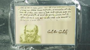 Plaketa na počesť Galilea.