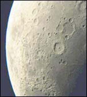 Fotka z preletu okolo Mesiaca. Škoda že sme sa takto nemohli pozrieť aj na Mars.