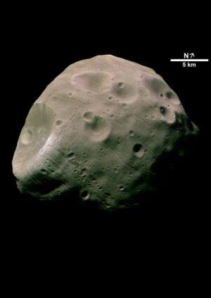 Detailní snímek měsíce Phobos.