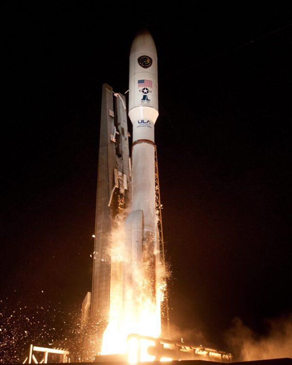 Start Atlasu V. se satelitem AEHF