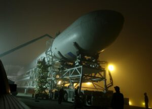 Vývoz rakety Falcon 9 v1.1 na rampu.