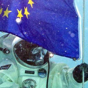 Astronaut a vlajka EU zdroj:arabianbusiness.com