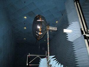 Anténa v elektromagnetické komoře zdroj:img.mit.edu