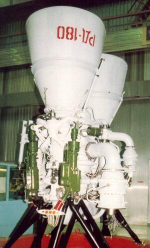 Ruský motor RD-180 spalující směs speciálního petroleje a kapalného kyslíku.
