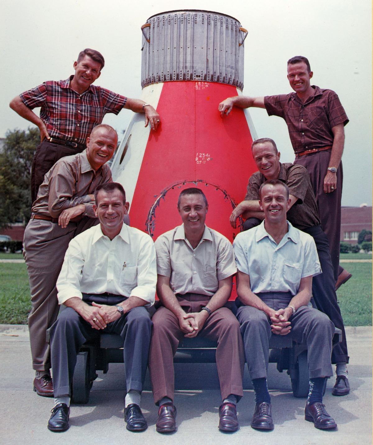 Mercury 7, Carpenter v druhé řadě vpravo