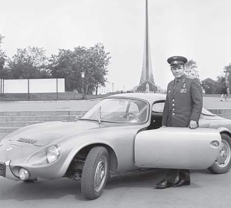 Přes veškeré výhody, jimž se těšil, nebyl Gagarin v polovině šedesátých let příliš šťastným člověkem...