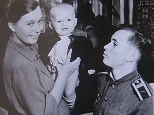 Valentin Bondarenko s rodinou