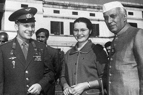 Valentina s Jurijem a indickým premiérem během návštěvy Indie