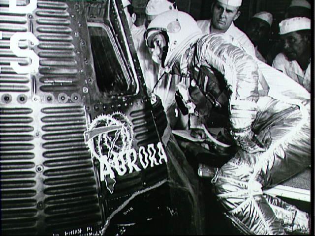 Carpenter nastupuje do kabiny Aurora 7