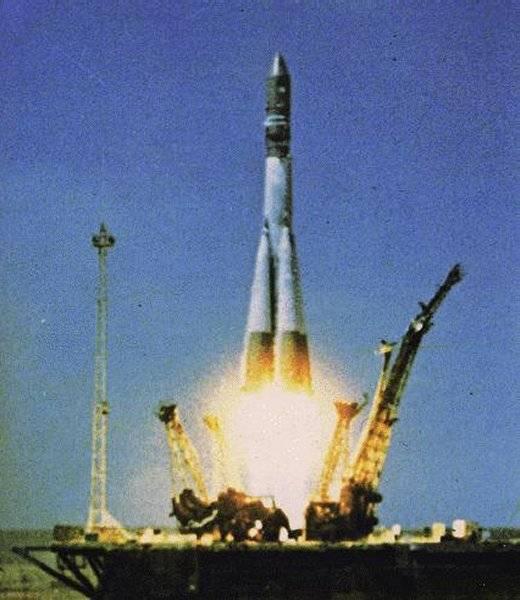 Vostok-1 stoupá k obloze