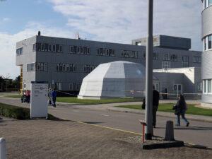Návštěvníkům se neotevřely všechny prostory ESTECu. Třeba bílá kopule s centrifugou přístupná nebyla.