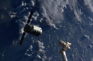 Cygnus po svém prvním zásobovacím letu k ISS