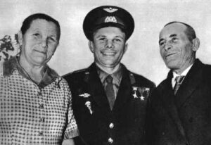 Gagarin se svými rodiči