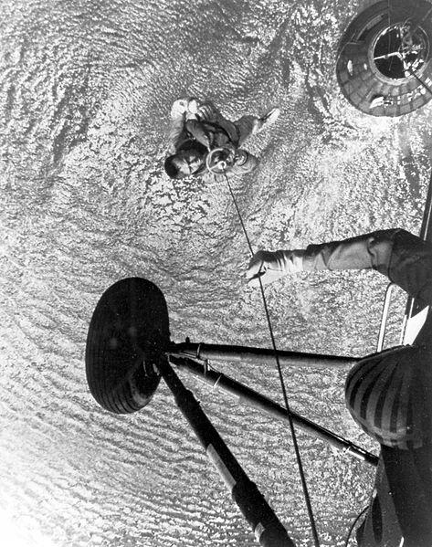 Vyzvedávání Sheparda po letu MR-3