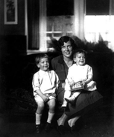 Shepard s maminkou Renzou a mladší sestrou Pauline