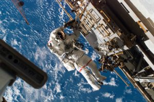 Richard Mastracchio při výstupu v rámci mise STS-118.