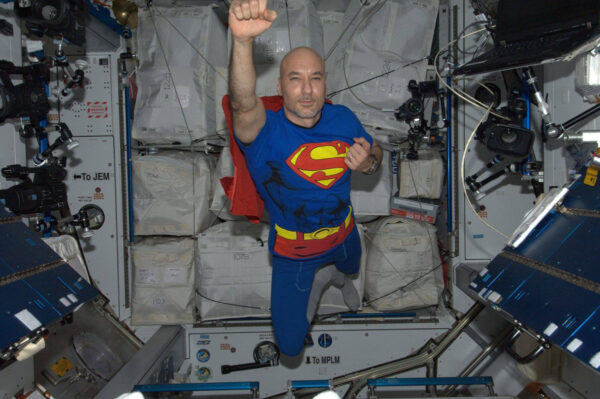 Luca Parmitano jako Superman.