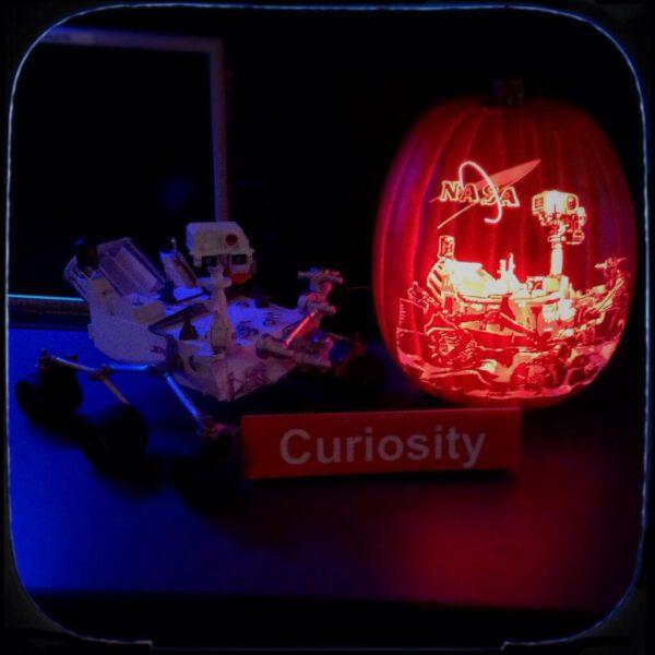 Dýně s motivem vozítka Curiosity - to už je skoro umělecké dílo.