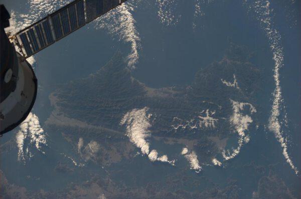 Japonský ostrov Šikoku - v popředí loď Sojuz