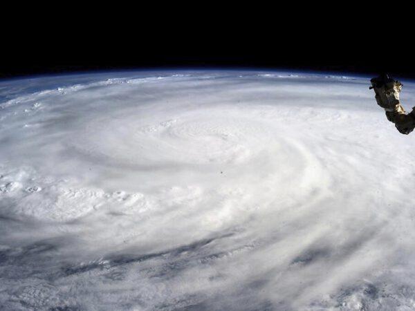 Tajfun Haiyan, jak jej zachytila Karen Nyberg.