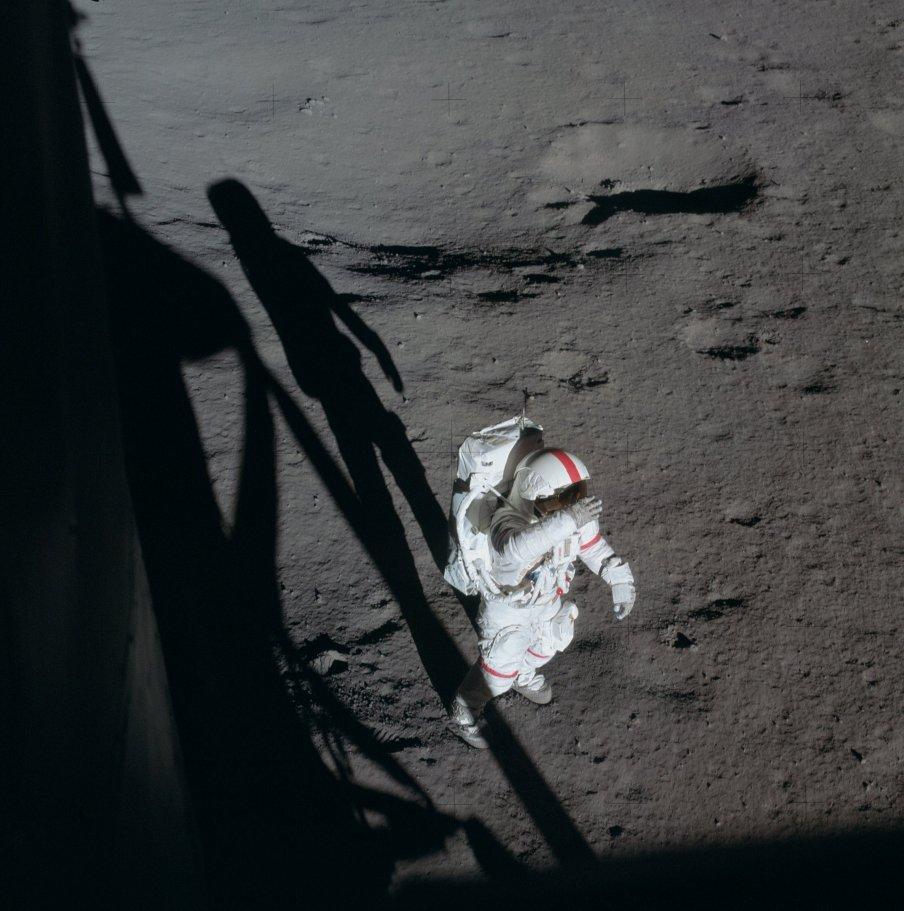Shepard při EVA-1