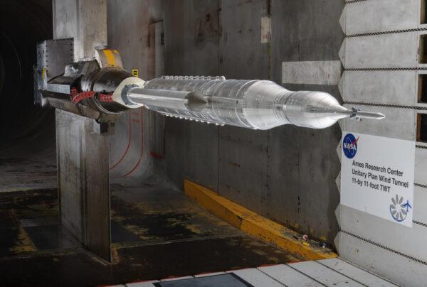Model rakety SLS v aerodynamickém tunelu