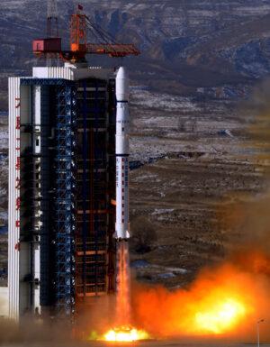Start čínské rakety Čchang-čeng 4B z kosmodromu Tchaj-jüan