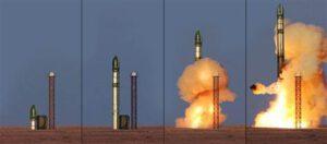 Start rakety Dněpr z podzemního sila.