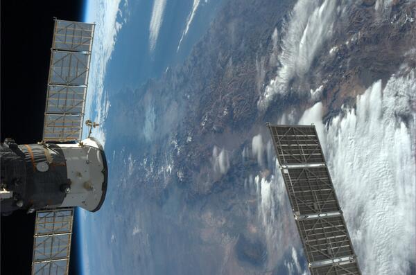 V popředí Sojuz, v pozadí Andy